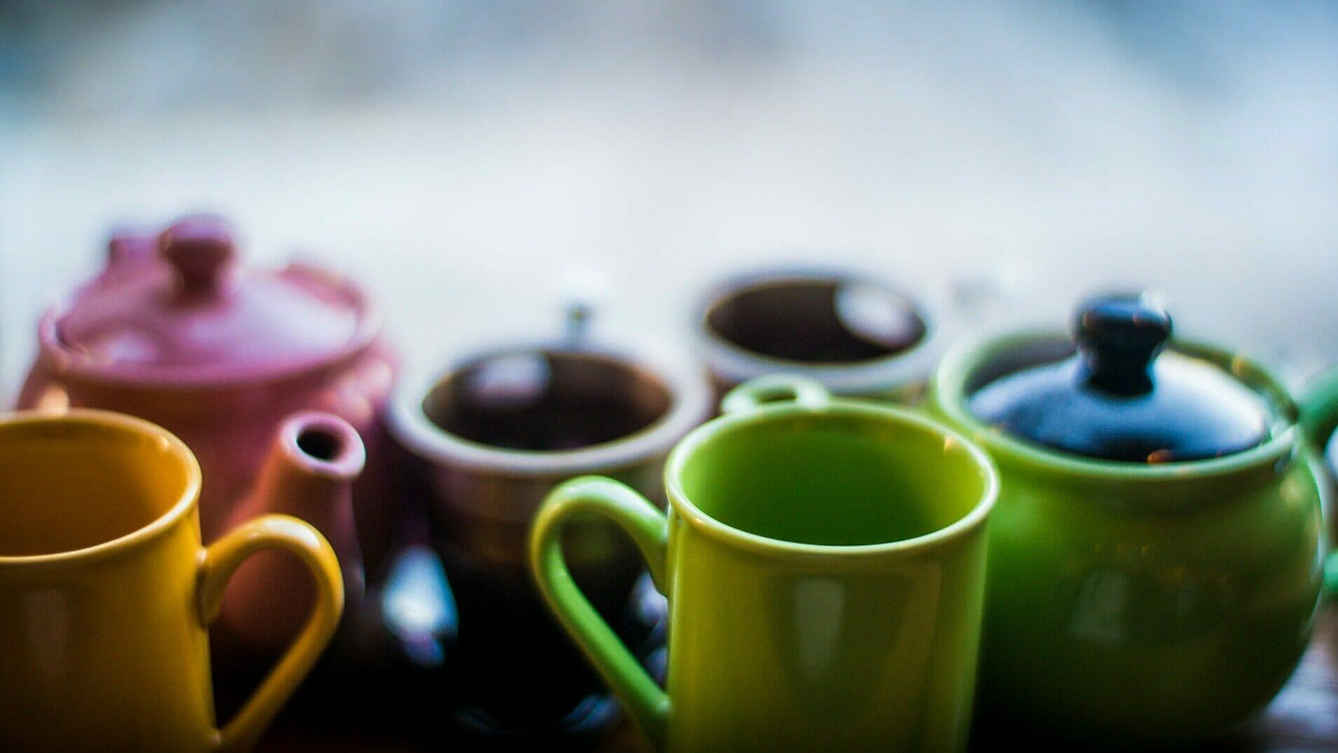 並ぶカップ
