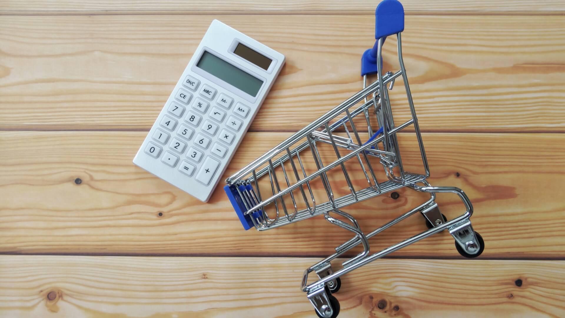 計算機とショッピングカートの画像